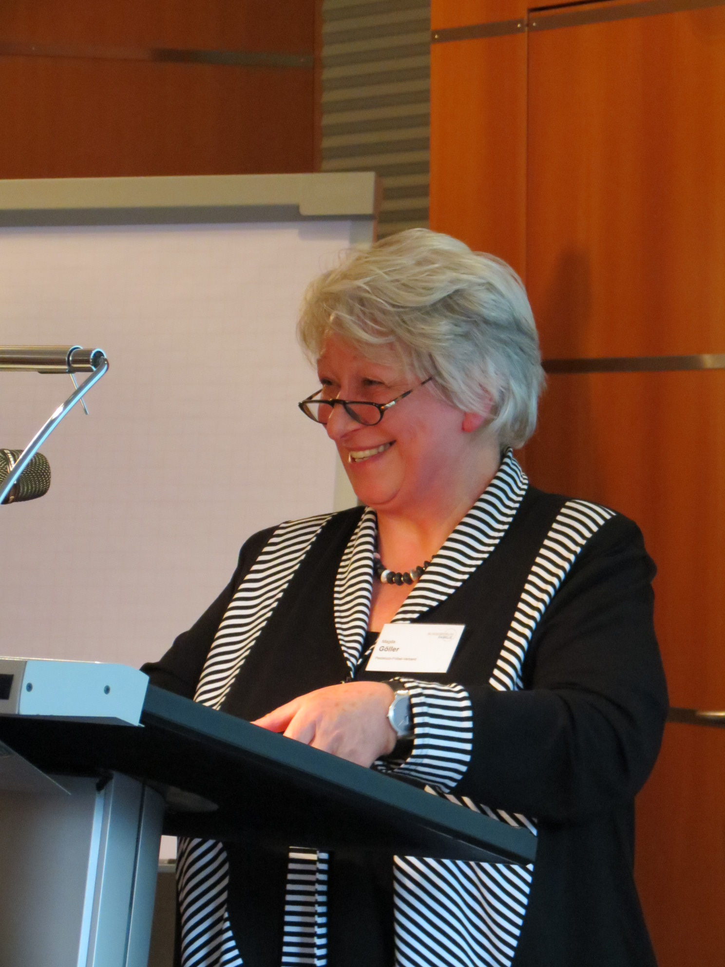 Magda Göller referiert