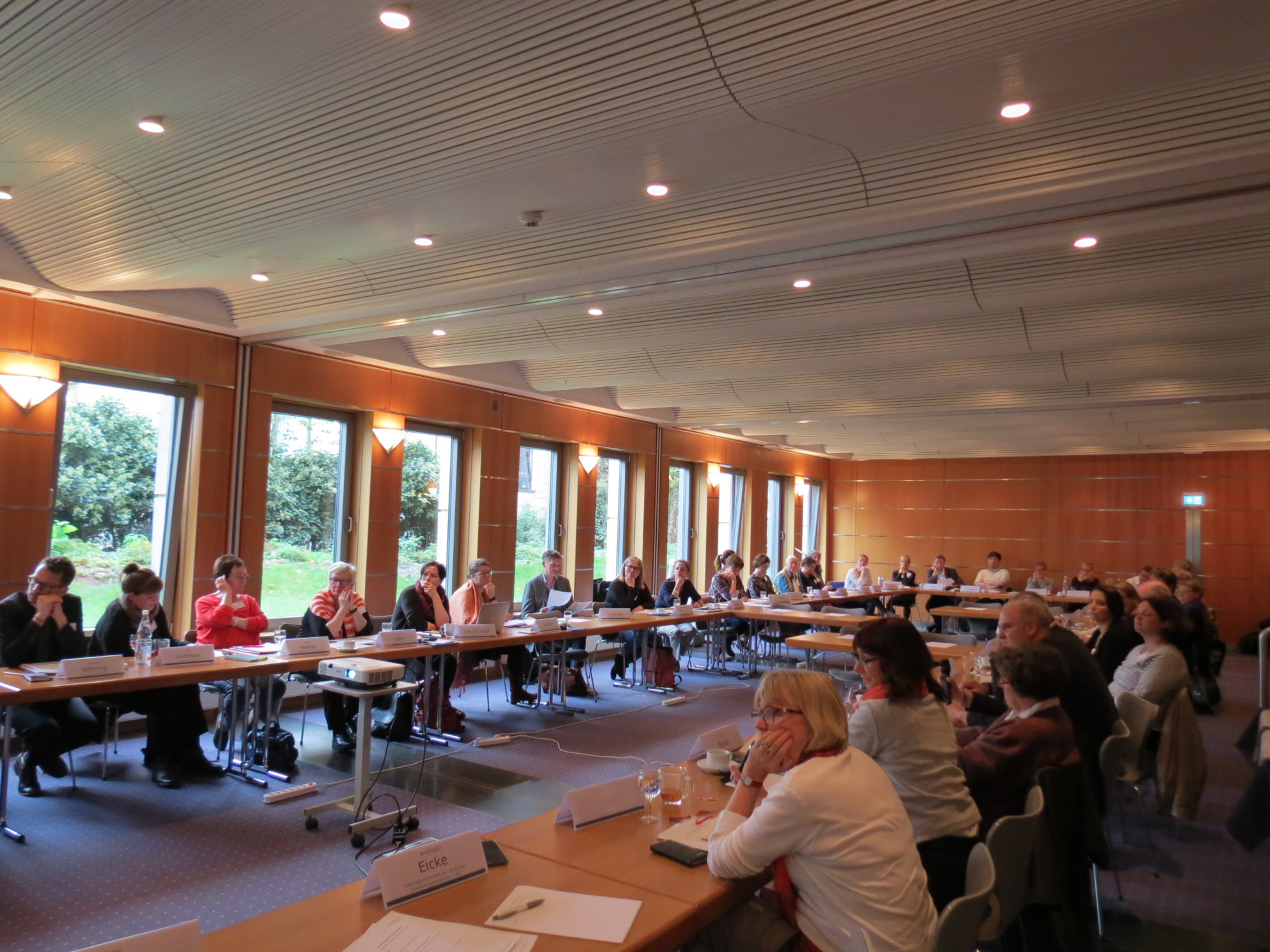 Das Plenum diskutiert die Ergebnisse.